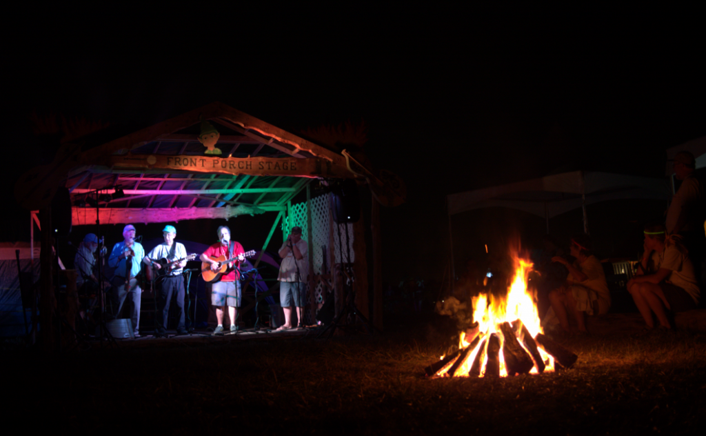Campers begin to gather around the Front Porch Stage at the 55th annual Philadelphia Folk Festival (Shaun Smith/The High Note).