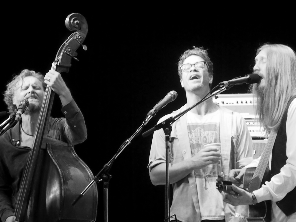 Amos Lee, center, joins The Wood Brothers onstage at the 55th annual Philadelphia Folk Festival (Shaun Smith/ The High Note).