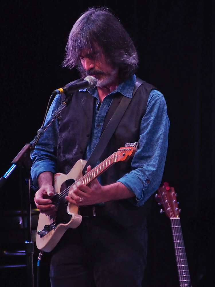 Larry Campbell performs Saturday evening on the Martin Guitar Main Stage at the 56th annual Philadelphia Folk Festival (The High Note/ Shaun R. Smith).