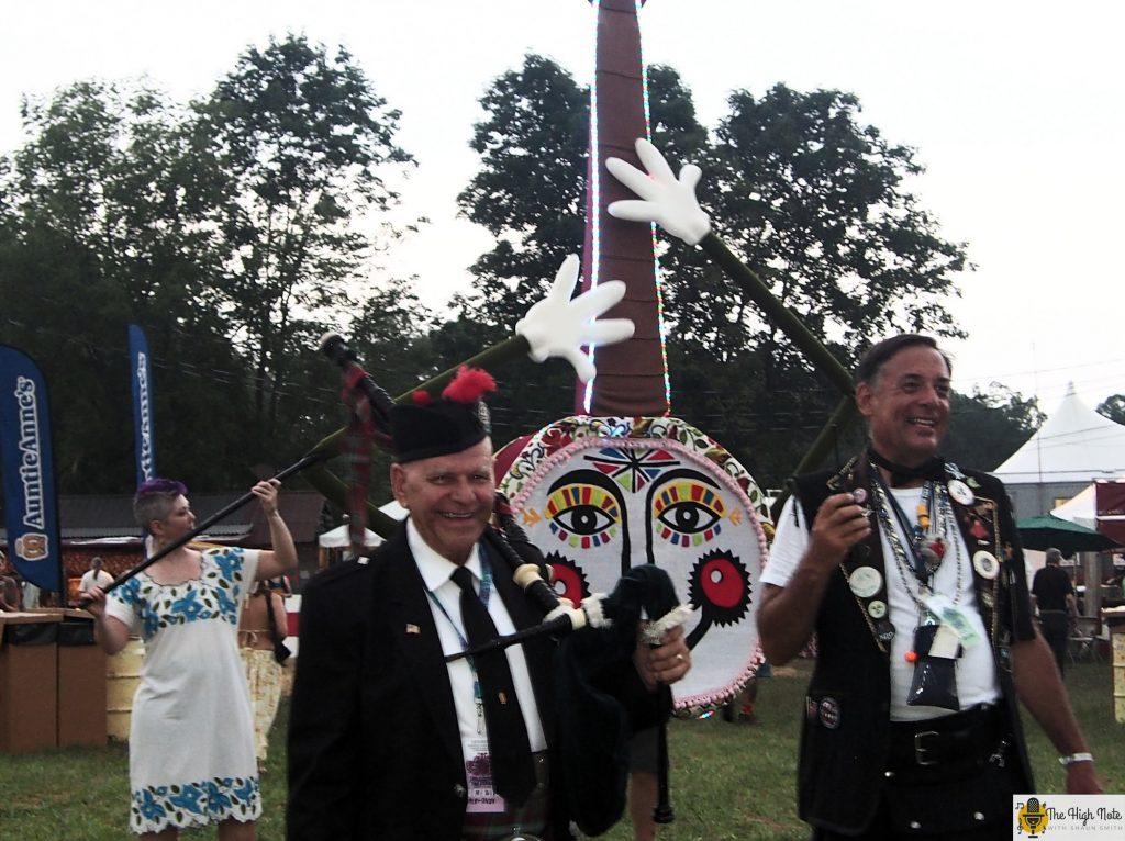 Dennis Hangey beings the 57th annual Philadelphia Folk Festival with Jo the Smiling Banjo.