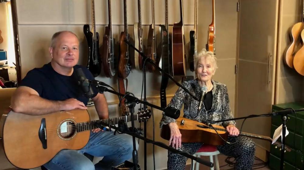 eggy Seeger and her son Calum MacColl perform at the 59 and a half Philadelphia Folk Festival (Shaun R. Smith/ The High Note).