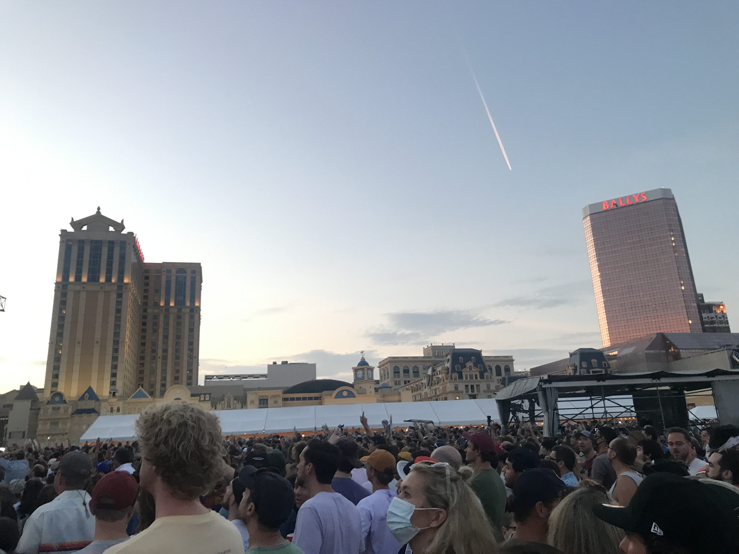 The crowd for Phish Sunday, Aug. 15, 2021 on the beach in Atlantic City, New Jersey (Shaun R. Smith/The High Note).