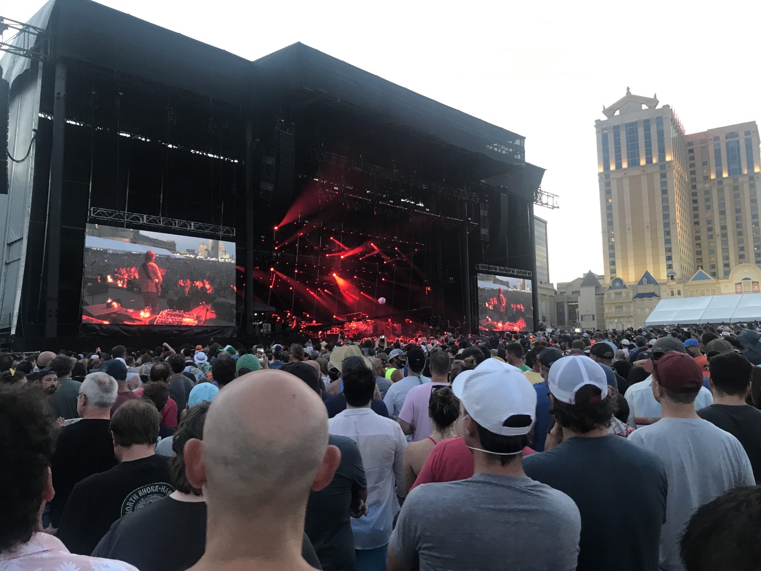 Phish performs Sunday, Aug. 15, 2021 on the beach in Atlantic City, New Jersey (Shaun R. Smith/The High Note).